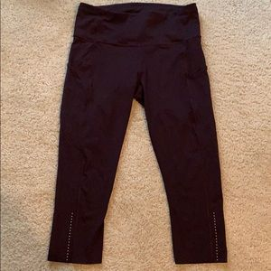 """Lululemon Fast and Free """"19 Crop, Size 8"""